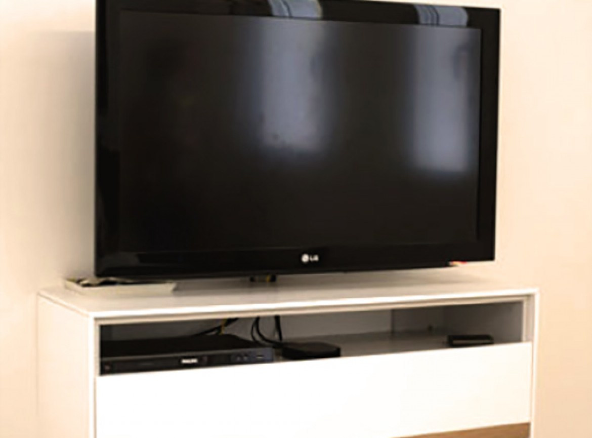 Marcos magnasco mueble de tv para pared for Mueble de pared industrial